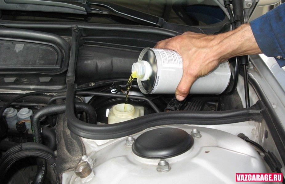 через сколько нужно менять тормозную жидкость в приоре