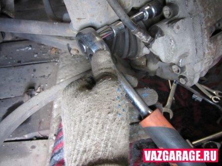 Как снять / установить суппорта на ВАЗ 2115